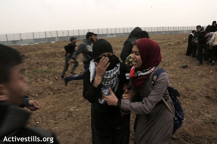 Two Palestinian women suffer from tear gas inhalation, east of Gaza City, March 30, 2019. (Mohammed Zaanoun/Activestills.org)