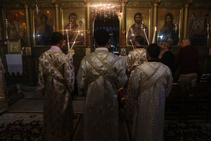 Palestinian Christians pray at the Church of Saint Porphyrius in Gaza on Palm Sunday, April 14, 2019. (Mohammed Zaanoun)