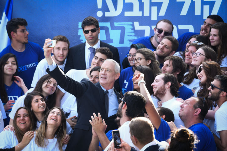 Blue and White Party Chairman Benny Gantz speaks during an election campaign, Tel Aviv, April 8, 2019. (Flash90)