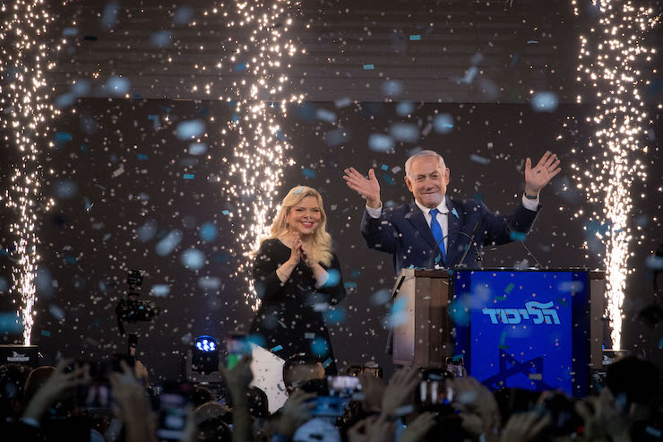 Prime Minister Benjamin Netanyahu and his wife Sara address their supporters as the results of the Israeli general elections are announced, at the party headquarters in Tel Aviv, on April 09, 2019. (Yonatan Sindel/Flash90)