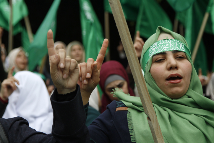 Hamas supporters attend a rally marking the 30th anniversary of the founding of the Hamas movement, Nablus, West Bank, December 15, 2017. (Nasser Ishtayeh/Flash90)