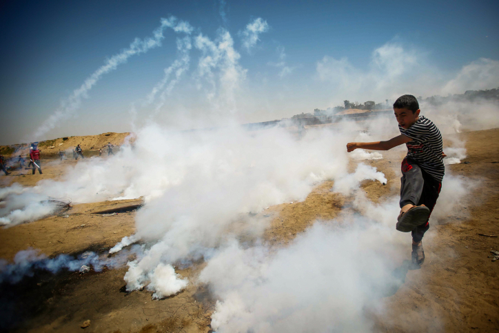 Palestinian protesters clash with Israeli troops during Nakba Day protests on the Israel-Gaza fence, east of Gaza City, May 15, 2019. (Hassan Jedi/Flash90)