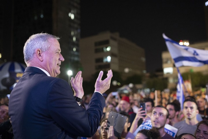 Blue and White leader Benny Gantz seen at an opposition rally in central Tel Aviv, May 25, 2019. (Oren Ziv/Activestills.org)