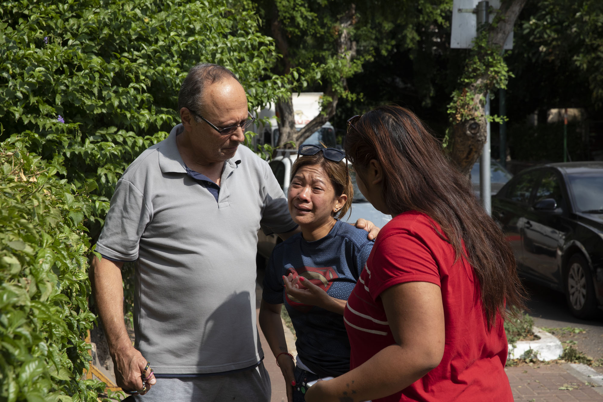 A friend of Geraldine Esta is seen after the latter and her daughters were taken into custody, July 23, 2019. (Oren Ziv/Activestills.org)