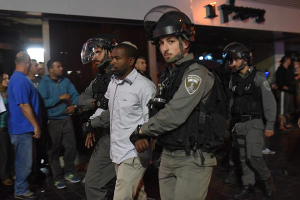 Police arrest a demonstrator taking part a protest attended by thousands of Israeli-Ethiopians against police violence and racism, Tel Aviv. May 3, 2015. (Ben Kelmer/Flash90)