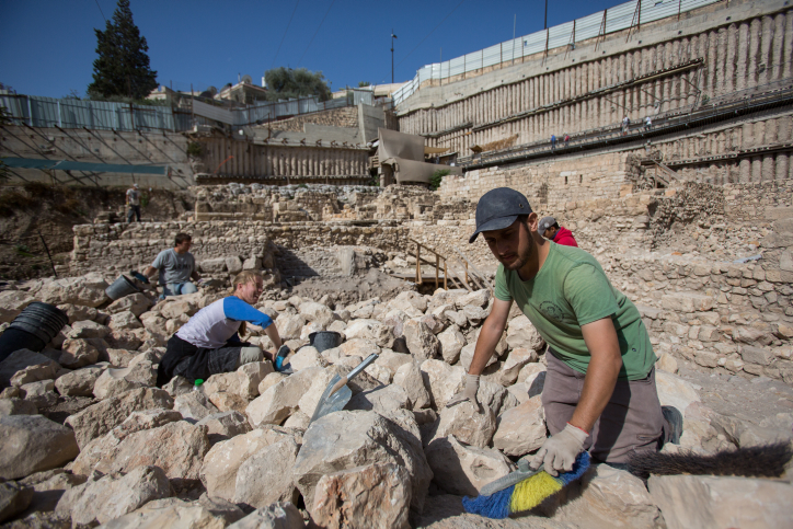 Archaeologists digging at a digging site of the remains of a citadel used by the Greeks more then 2,000 years ago to control the Temple Mount at the City of David near Jerusalem Old City on November 3, 2015, According to the Israeli Antiquities Authority the site was found under a parking lot a few years ago also know as Givati Parking Lot. (photo: Yonatan Sindel/Flash90)