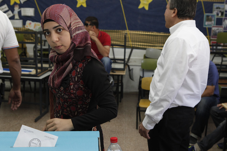 Palestinian citizens of Israel cast their votes at a polling station in the Arab village of Kfar Kassem, October 22, 2013. (Flash90)