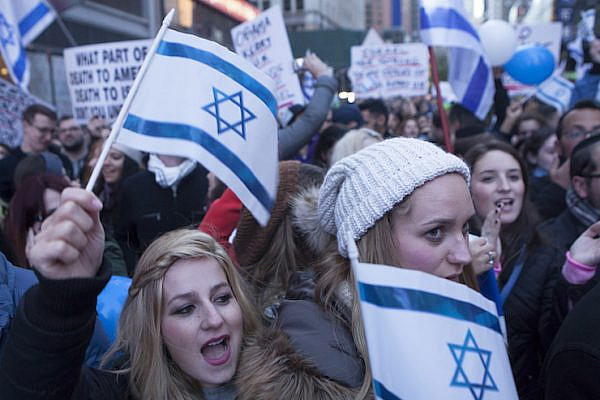 Pro-Israel demonstrators in Times Square, New York City on October 18, 2015. (Amir Levy/Flash90)