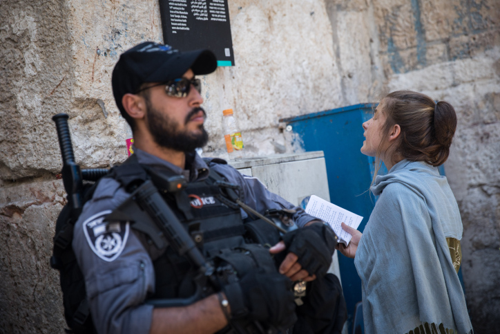 A Jewish girl prays at the Cotton Gate to the Temple Mount in the Old City of Jerusalem after clashes broke out on the Mount on Tisha B'Av and Eid al-Adha, August 11, 2019. (Hadas Parush/Flash90)
