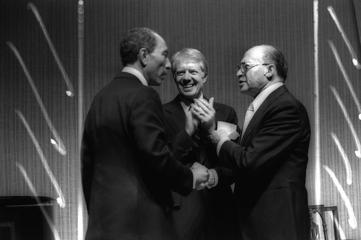 Israeli Prime Minister Menachem Begin (right) shakes hands with Egyptian President Anwar Sadat (left) during a dinner hosted by U.S. President Jimmy Carter (center) at the White House, March 26, 1979. (Ya'acov Sa'ar/GPO)