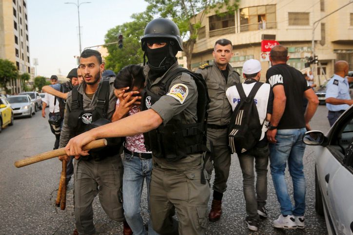 Palestinian security forces prevent supporters of Hizb-ut Tahrir party from performing Eid al-Fitr prayers in the West Bank city of Hebron, June 4, 2019. (Wisam Hashlamoun/Flash90)