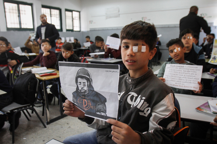 Palestinian students at Salem School in Nablus, West Bank wear eye patches in solidarity with journalist Moath Amarnih, who was wounded and lost sight in one eye during clashes with the Israeli army in the village of Surif. November 18, 2019. (Nasser Ishtayeh/Flash90)