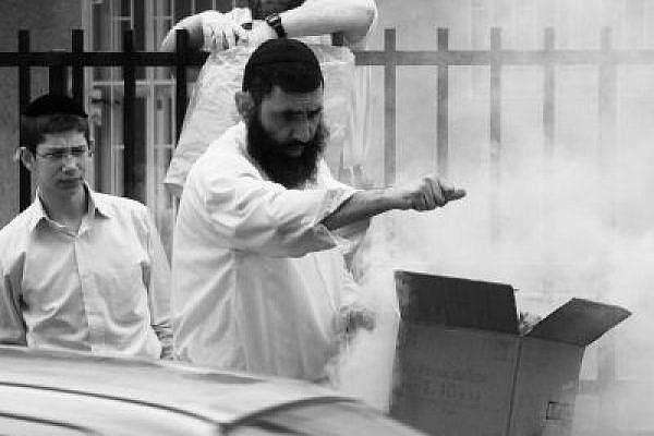 Jewish brotherhood burning of bread ritual carried out in public (Yossi Gurvitz)