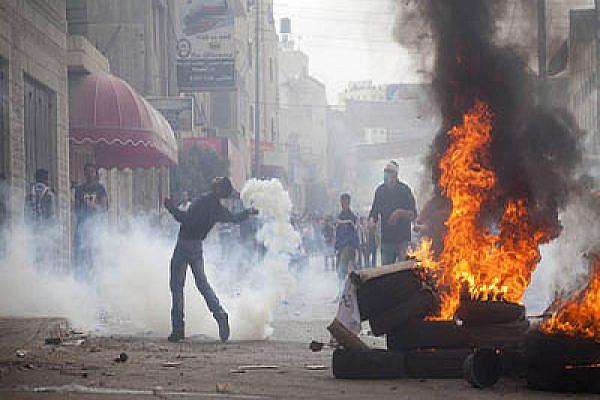 Nakba day protest, Qalandiya checkpoint, 15/5/2011. Photo by: Oren Ziv/ Activestills.org