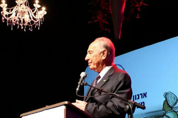 When will his Peace Prize be withdrawn? Shimon Peres speaks (Photo: Yossi Gurvitz)