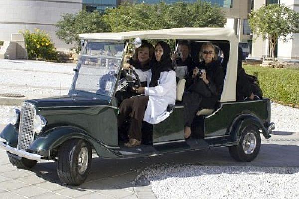 Women driving, November 2005, Riyadh (Photo: Khowaga1/flickr)