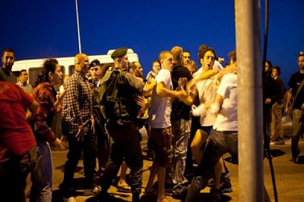 Clashes between settlers, police and activists in Anatot (photo: Activestills)