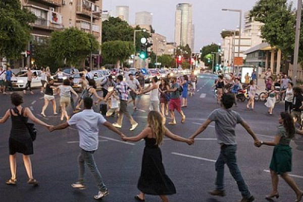 J14 protesters dancing in the streets of Tel Aviv, August 30 2011 (photo: activestills.org)