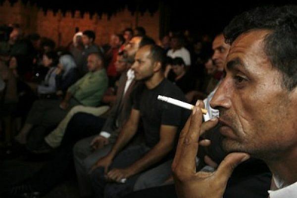 Palestinians in E. Jerusalem watching Abbas' UN speech, 23 Sept, 2011 thumb (Photo: Eyal Warshavsky)