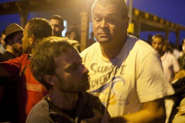 Yossi Ben Arush, police investigator, attacks a protester (Photo: Activestills)