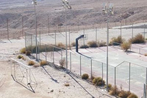 Empty basketball court in Israel (photo: flickr/Vadim Lavrusik)