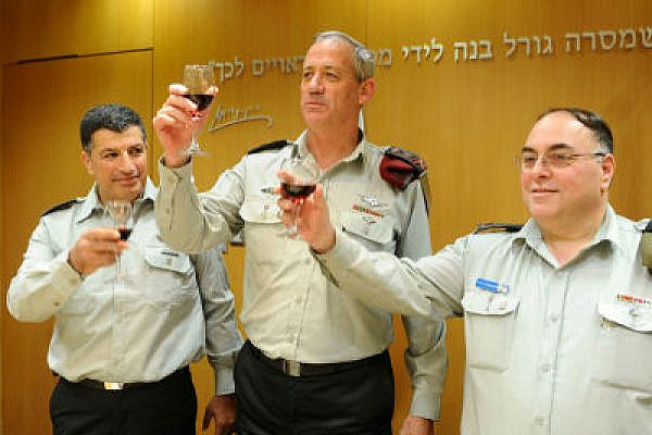 Senior generals were often politicans in uniform. Lt. Gen. Ganz with incoming and outgoing IDF Spokesmen. (Photo: Israel Defense Forces, CC-BY SA 2.0)
