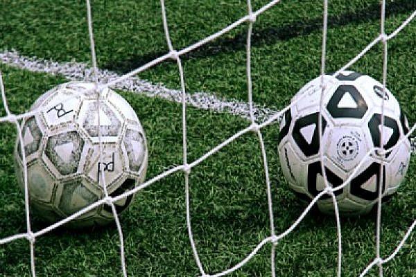Soccer balls (Photo: Stevendepolo/flickr)