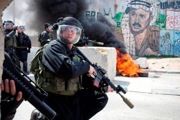 Soldiers in Qalandia (Oren Ziv / Activestills)