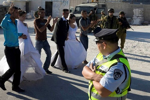 Wedding procession at Ma'asara before the arrests (Oren Ziv / Activestills)