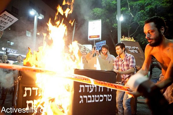 J14 protesters burn government reports which weren't implemented, Tel Aviv, July 7th 2012 (photo: activestills.org)