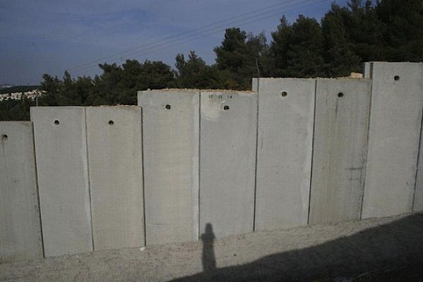 The separation wall in Walajah (Photo: Haggai Matar)