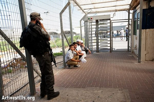 Israeli border police detain Palestinian men and boys at the Bethlehem checkpoint on the last Friday of Ramadan, August 17, 2012. (photo: RRB/Activestills.org)