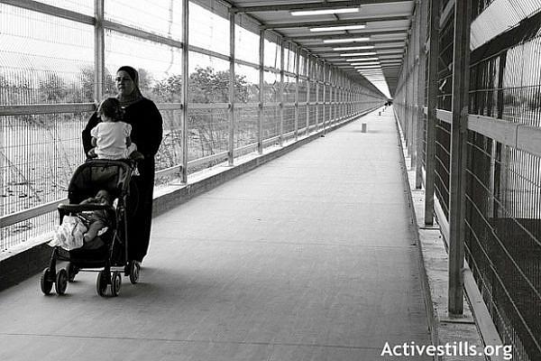 Erez crossing between Gaza and Egypt (AnnePaq/Activestills)