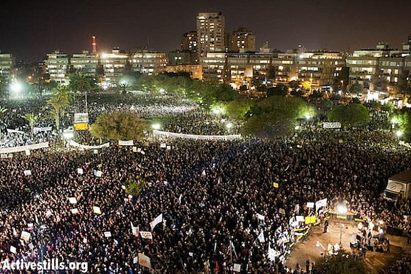 Largest j14 protest of half million in Kikar Hamedina Sept 3 2011 (Activestills)