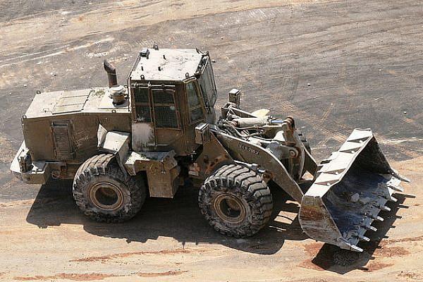 An IDF d9 Caterpillar bulldozer (photo: flickr / Michael.Loadenthal)