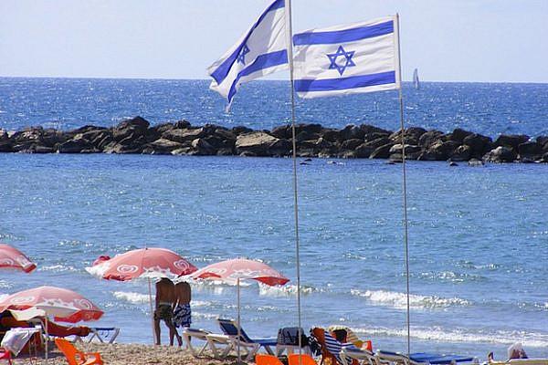 Tel Aviv Beach (erikgstewart/CC BY NC 2.0)