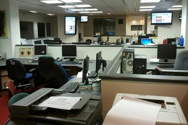 Empty news desk at Haaretz, October 3rd 2012. Journalists have declared a general strike on the paper and all the group's internet sites, in protest of the planned layoff of 20 percent of them