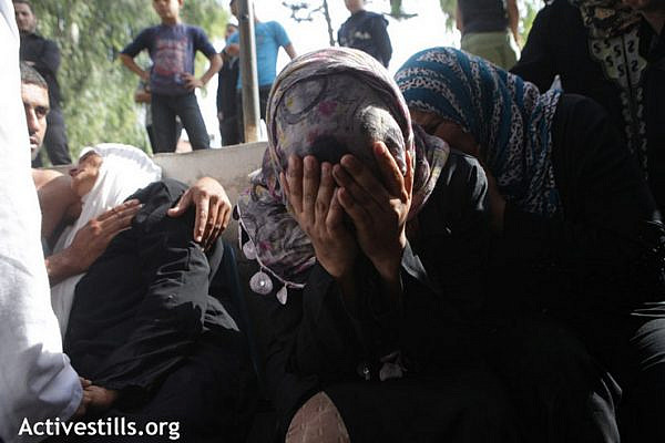 Palestinian women collpase from grief after theya found out that one of their close relative, Fares Sbaita, died from his injuries following an Israeil military airstirke, Al Shifa hospital, November 21, 2012. (Photo by: Anne Paq/Activestills.org)