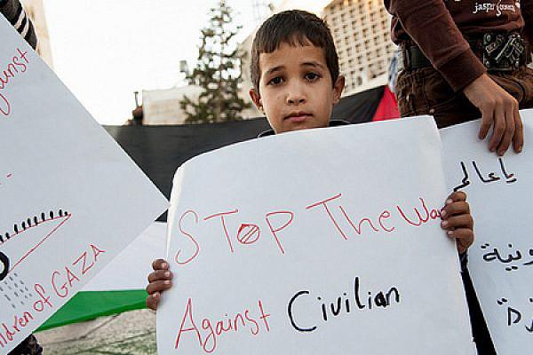 Vigil in Bethlehem against war in Gaza (photo: Activestills)