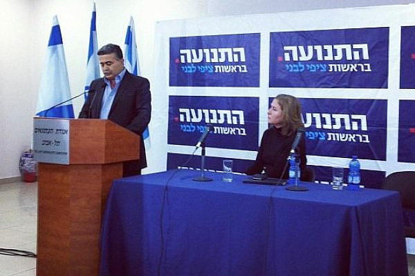 Former Israeli Defense Minister Amir Peretz announcing his decision to leave Labor and join Tzipi Livni's (right) new party. December 6, 2012 (photo: Tal Schneider)