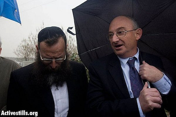 Baruch Marzel (L) and Aryeh Eldad in Um al-Fahm in 2009 (Activestills)