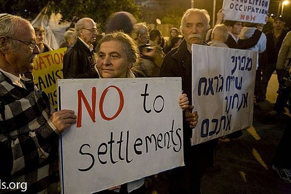 Palestinians, Israelis, and internationals protest settlements in Sheikh Jarrah in 2009 (photo: flickr/Activestills)