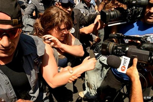 J14 leader Daphni Leef arrested during a protest in Rothschild Ave., Tel Aviv, 22.6.2012 (photo (c): Rafi Michaeli / Megaphone)