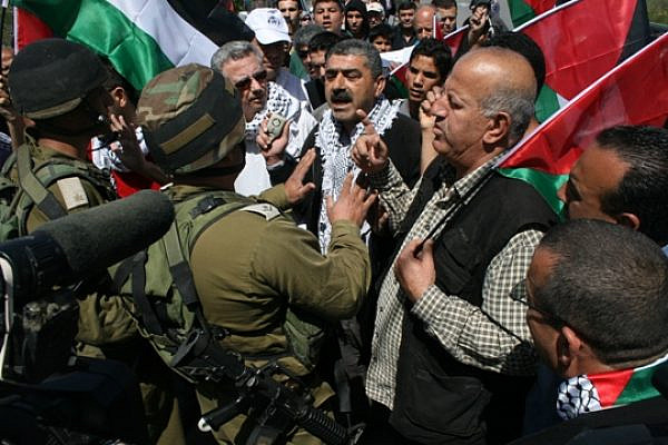 Soldiers trying to stop the demonstration from reaching the lands (Haggai Matar)