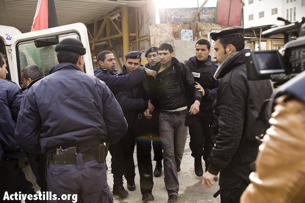 Palestinian Authority police make an arrest in Hebron [illustrative photo], December 14, 2012. (JC/Activestills.org)