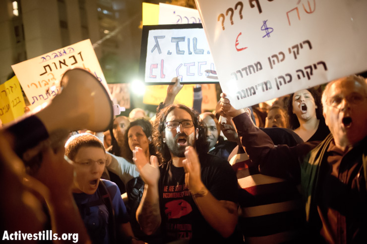Public housing activists and other social activists protest in front of the house of the Minister of Finance, Yair Lapid in 2013. (Oren Ziv/Activestills.org)
