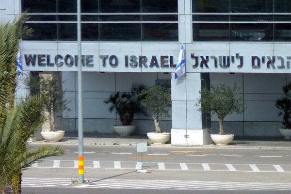 'Welcome to Israel' sign at Ben-Gurion Airport (Grauesel / CC)