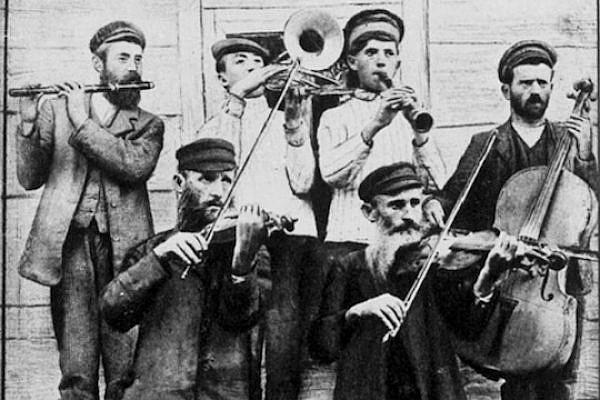 A Ukrainian klezmer wedding band, ca. 1925 (Menakhem Kipnis/Yivo Encyclopedia)