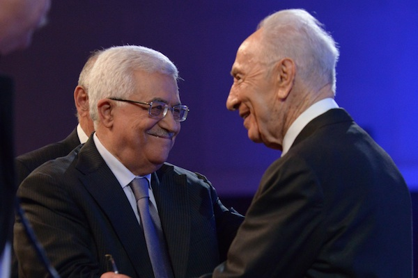 Mahmoud Abbas and Shimon Peres in Jordan, May 26, 2013 (Mark Neiman / GPO)