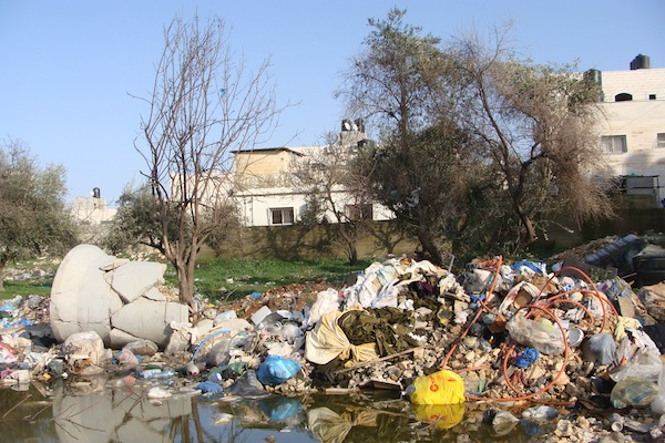 Garbage piles up in the Kufr Aqab neighborhood of East Jerusalem (Photo: Mya Guarnieri)